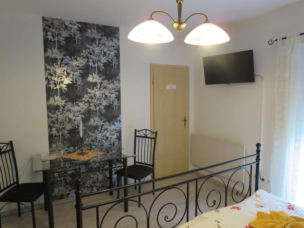 pension zur henkerin appartements. Black Bedroom Furniture Sets. Home Design Ideas